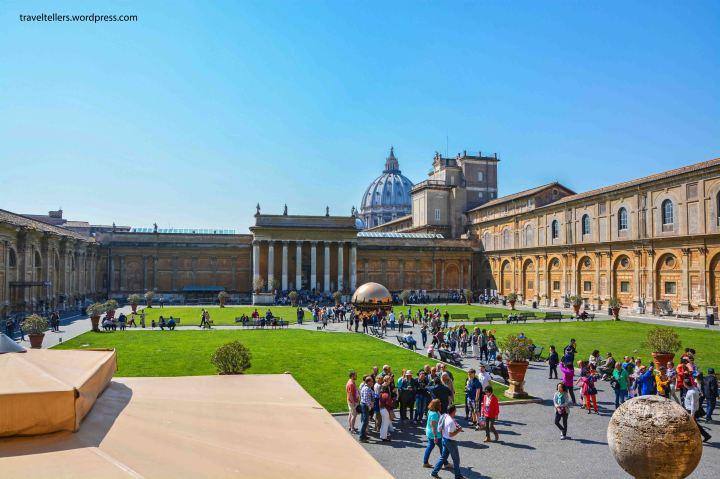 007_vatican-belvedere-courtyard