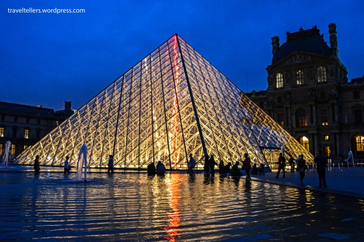 099_Louvre Pyramid-2