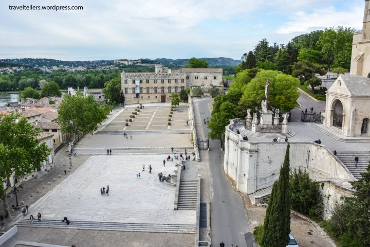 025_Square infront of Palais des Papes-2