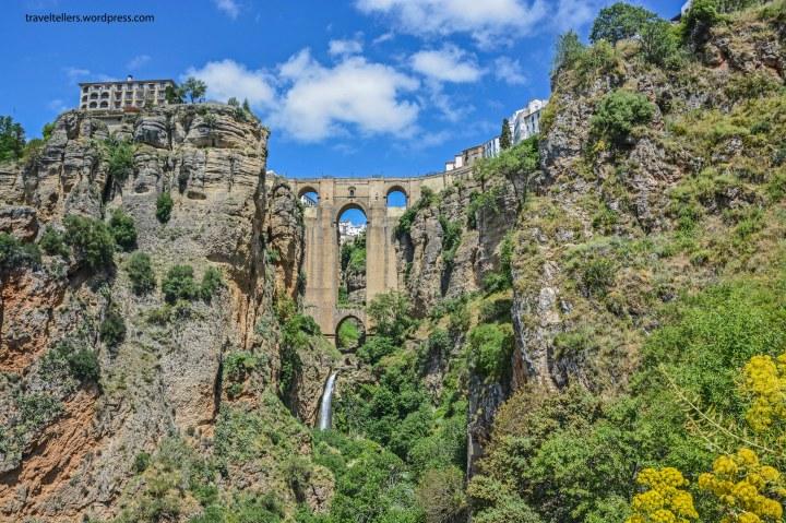 024_puente-nuevo-and-the-cliffs-2