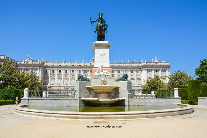 001_royal-palace-of-madrid-sideview-2