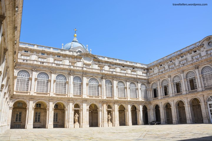 017_inside-royal-palace-2