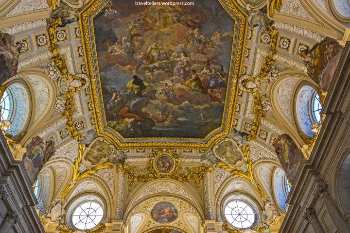018_inside-royal-palace-2